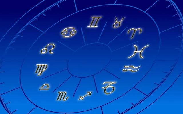Hiszel-e a horoszkópokban?