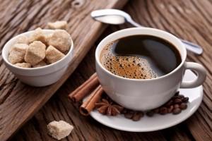 Feketén, cukorral kicsit édesítve (tej nélkül)