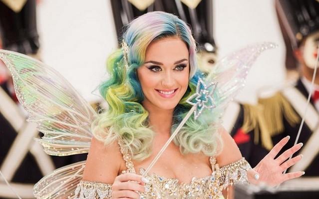 Katy Perry - Születési név: Katheryn Elizabeth Hudson, született 1984. október 25. Santa Barbara