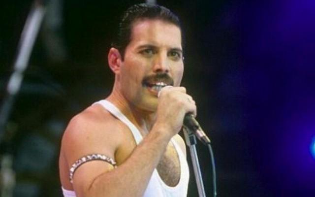 Freddie Mercury - Születési név: Farrokh Bulsara, született 1946. szeptember 5-én – 1991. november 24-én, Londonban halt meg