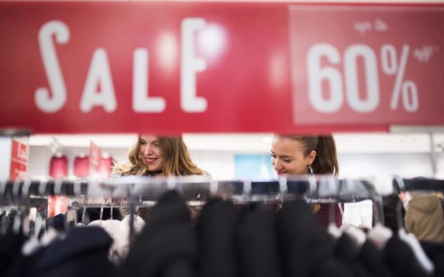 Mikor vásárolsz ruhát és cipőt? Megvárod az akciókat?