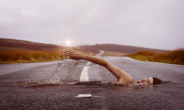 Beleugrasz az ismeretlenbe, szükség esetén elhagyod a járt utat a járatlanért? (A harmadik válasz Joseph Campbell mondása.)