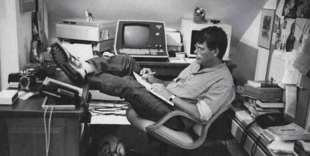King több könyvet is kiadott Richard Bachman néven, de nem ez az egyetlen álneve. Az ötödik negyed című történetét is álnéven írta. (A mű később a saját neve alatt is megjelent) Mi volt ez az álnév?