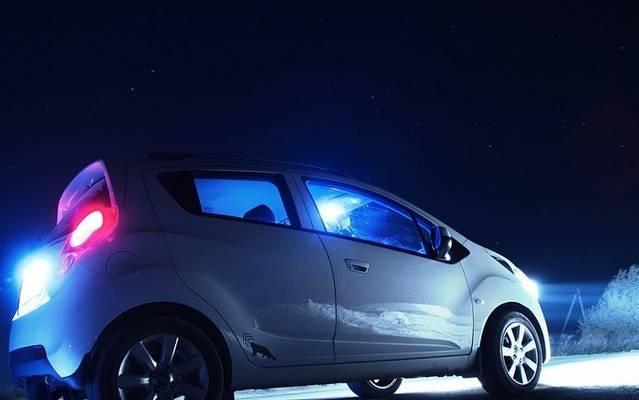 Éjszaka lovas kocsit előzöl. Kötelező-e a távolsági fényszórót tompítani?