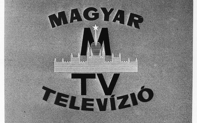 Melyik évben kezdődött ezen a napon a hivatalos műsor szolgáltatás a Magyar Televízióban? (Május elsejei ünnepségekről sugárzott műsort.)