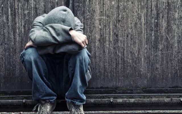 Odamegy hozzád az utcán egy kéregető hajléktalan. Mit teszel?