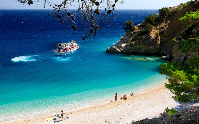 Melyik országban található Tsampika Beach?