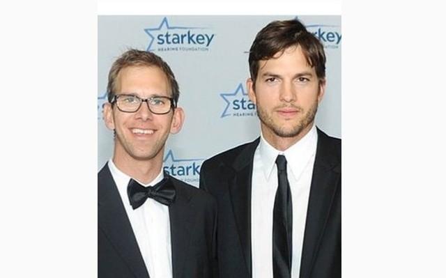 Asthon Kutcher  és ikertestvére Michael Kutcher
