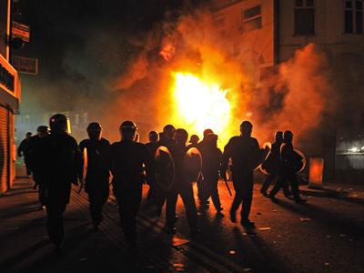 Anarchia, (polgár)háború, netán forradalom.