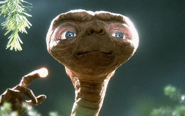 Ki rendezte az E.T. - A földönkívüli című filmet?