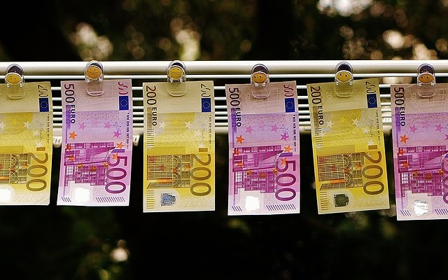 Melyik országban fizettek fonttal az euró bevezetése előtt?