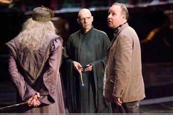 Tippelj: a hét kötetből álló Harry Potter-regényfolyamból világszerte hány millió példány fogyott el?