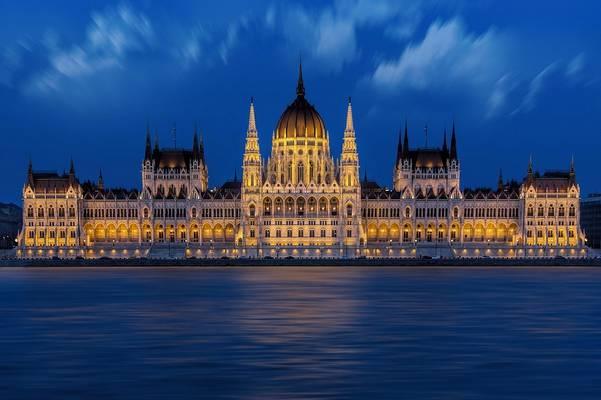 Melyik budapesti nevezetesség látható a képen?