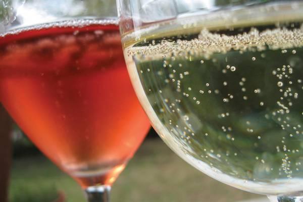 Mi a neve annak a fröccsnek, amely 6 dl borból és 4 dl szódából áll? (Fotó: jog-ász blog)