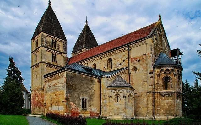 Melyik magyarországi román templom látható a képen?