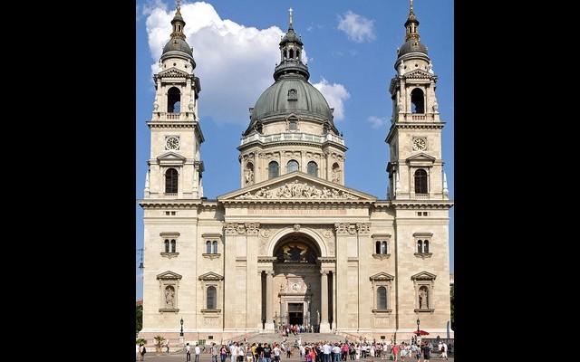Melyik magyarországi bazilika látható a képen?