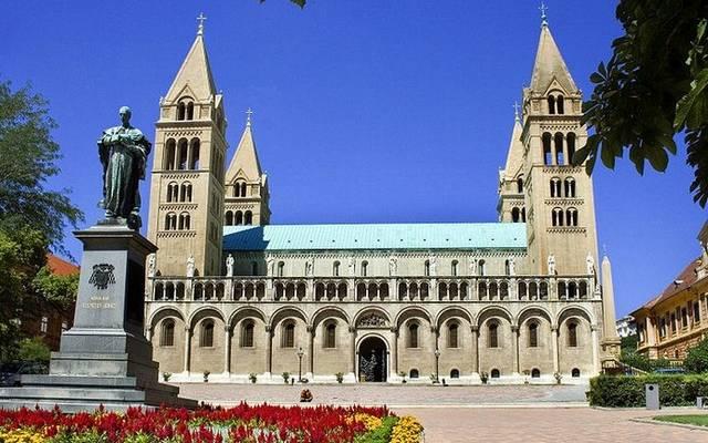 Melyik magyarországi székesegyház látható a képen?