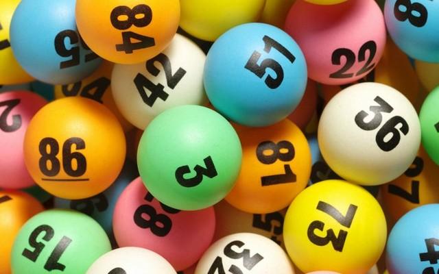Hetente tartanak sorsolást. Egy mezőn, legalább 3 számot kell eltalálni a nyereményhez, de főnyereményt a 6 találat jelenti. Melyik nyereményjáték ez?