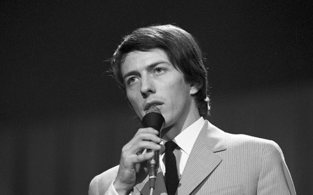 Szerb származású magyar előadóművész, énekes, gitáros, zeneszerző. A 70'-es években Ausztriában és az NSZK-ban zenélt.