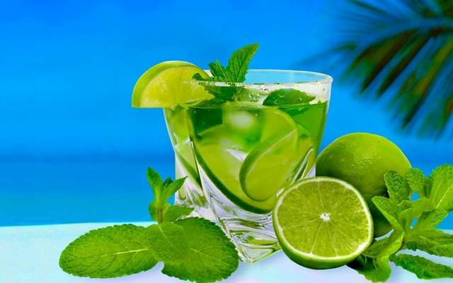 Az alábbi összetevők melyik koktél alapanyaga: Fehér rum, cukor, lime leve, ásványvíz és menta