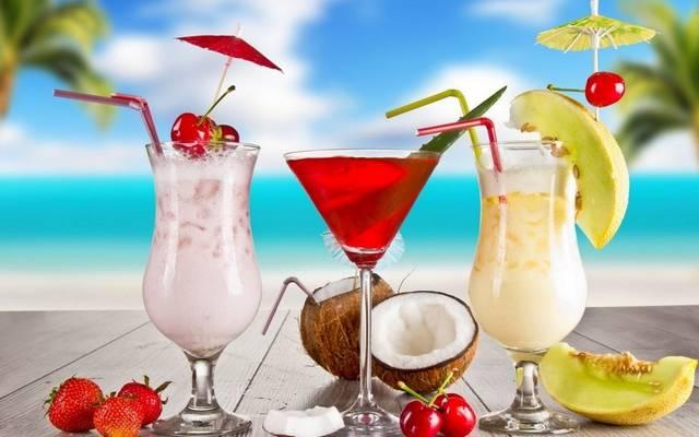 Az alábbi összetevőkből melyik koktélt lehet összerázni? Vodka, triple sec vagy Cointreau (narancslikőr), limelé, áfonyalé