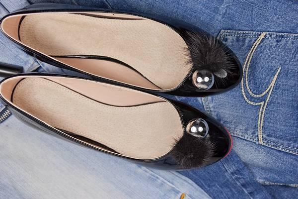 Milyen cipő látható a képen?