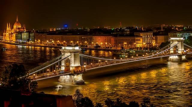 Mikor jött létre Pest és Óbuda egyesülésével Budapest?
