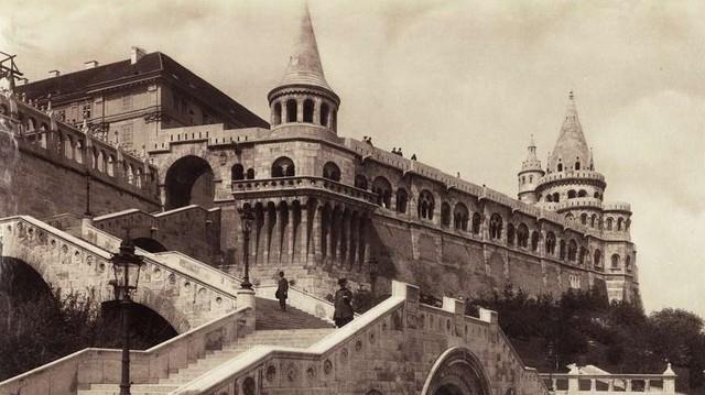 Melyik híres épület ez? (Fotó: Fortepan / Budapest Főváros Levéltára. Levéltári jelzet: HU.BFL.XV.19.d.1.08.122)
