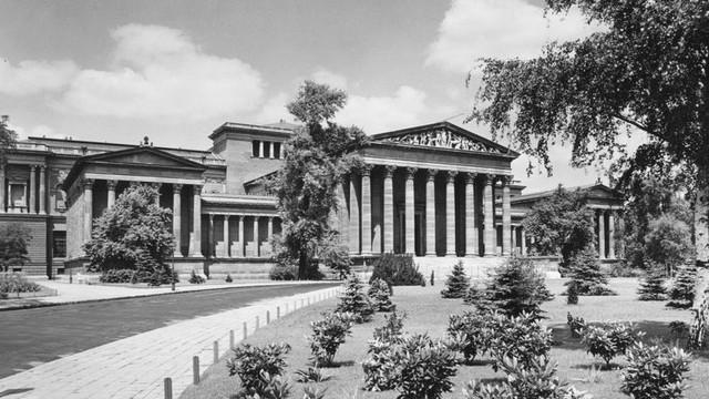 Melyik híres magyar épület ez? (Fortepan, 1936)