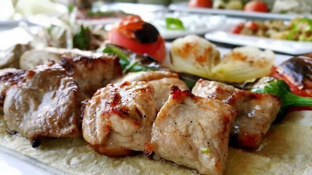Melyik nemzet jellegzetes étele a kebab?