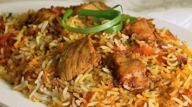 Melyik nemzet jellegzetes étele Biryani fűszeres rizses csirke?