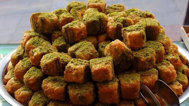 Melyik nemzet jellegzetes édessége a pisztáciás Baklava ?