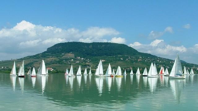 Fonyód: A Balaton északi vagy a déli partján van?