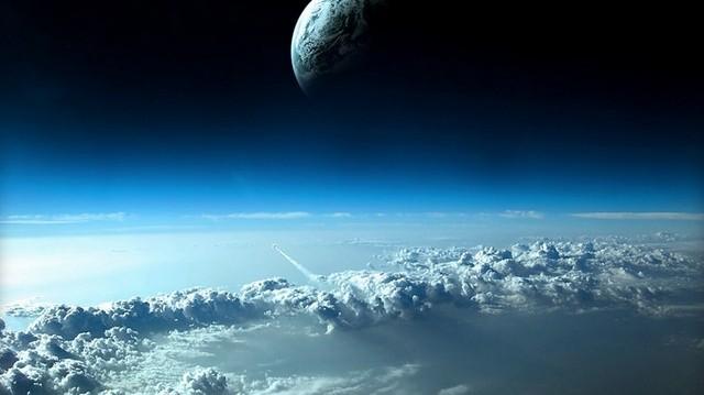 A Föld tengelyferdesége miatt pontosan fél évig éjszaka van és fél évig nappal. Az északi sarkon ekkor kel fel a Nap. Mikor?