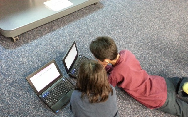 Szerinted mennyi időt töltsön egy gyerek a számítógép előtt?