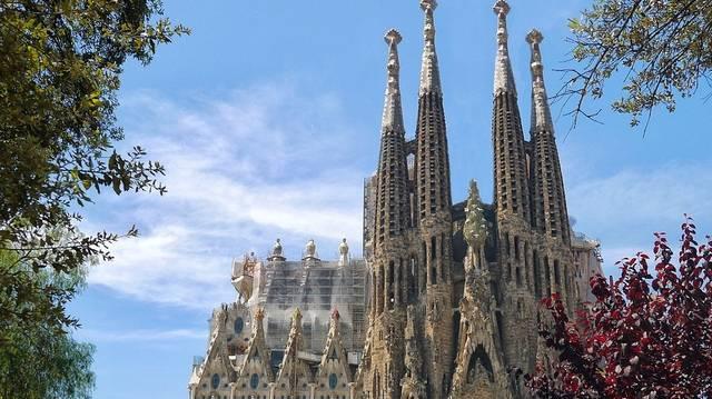 Hol található Antoni Gaudí mesterműve, ez a híres templom?