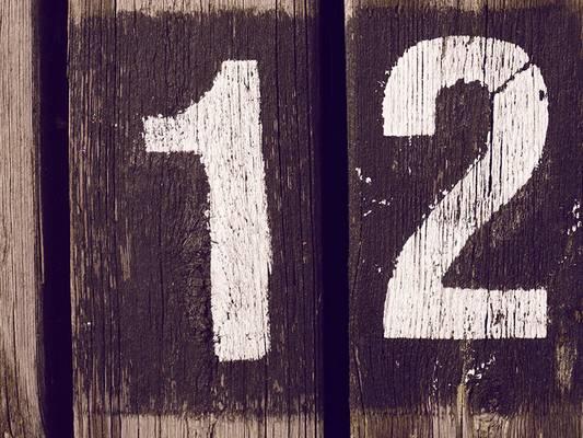 Melyik helytelen, ha a 12-es számról van szó?
