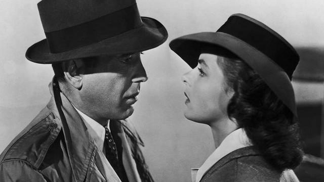 Oscar-díjas amerikai színész, 1899. 12. 25-én született New York-ban. A Casablanca, A máltai sólyom, Afrika királynője című filmek főszereplője. Ki ő?