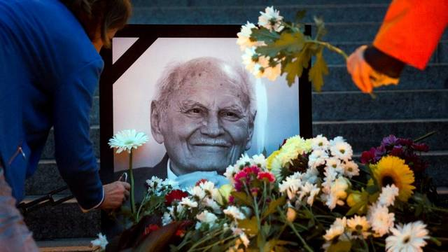 Meghalt Göncz Árpád