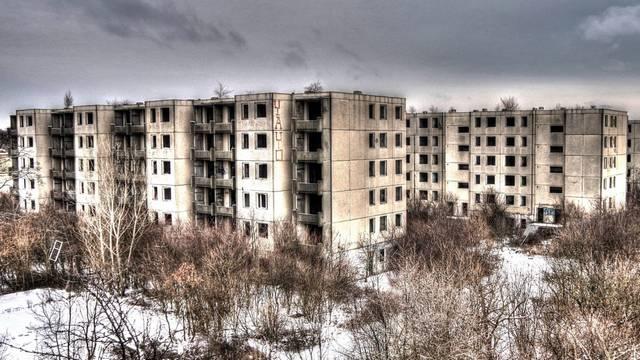 Melyik település közelében található Szentkirályszabadja, az úgynevezett magyar Csernobil, amely egy, korábban az orosz katonák által lakott, mára elhagyatott terület?