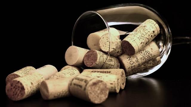 Milyen bor illik a sült keszeghez?