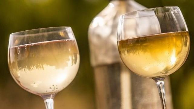 Mennyi a bor:szóda arány a kisfröccsben?