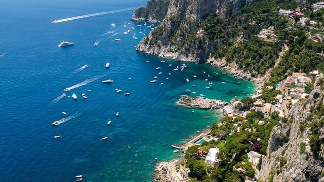 Melyik országban van: Capri, Sorrento, Bologna?