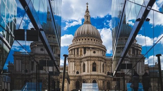 Hol találhatóak ezek a nevezetességek: Szt. Pál Székesegyház, Westminster apátság, Tate Modern?