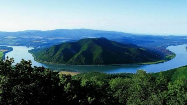 Hogy hívják a Dunakanyarban található nemzeti parkot?