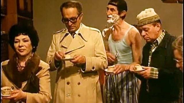 A főszereplő egy belgrádi kávéfüggő borbély, aki nagyanyjánál és Firga bácsikájánál él. 1984-85- ben láthattuk először a magyar tévében.