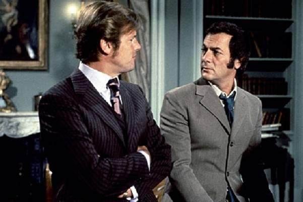 Lord Brett Sinclair és Danny Wilde a két gazdag playboy összefogása segíti a különböző felsőbb körökben mozgó bűnözők elfogását.