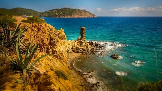 Melyik országhoz tartozik Ibiza?
