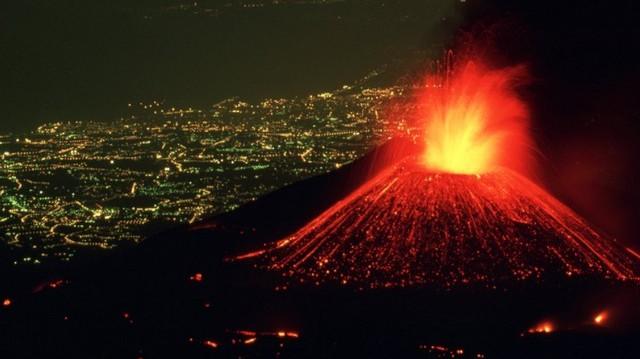Válaszd ki a Szicíliában található, ma is néha működő vulkánt!