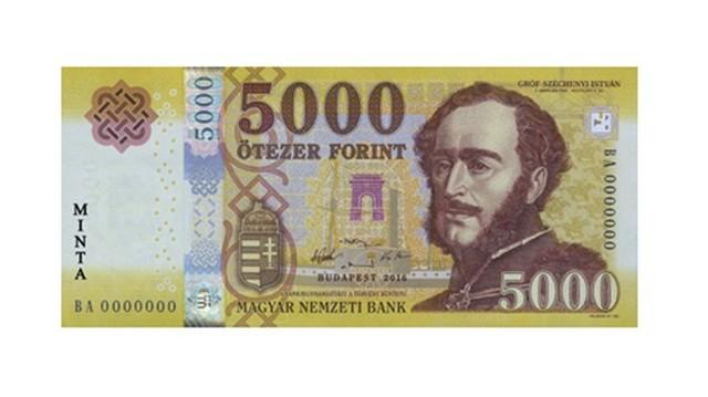 Gróf Széchenyi István arcképe van az 5000 Ft-oson.